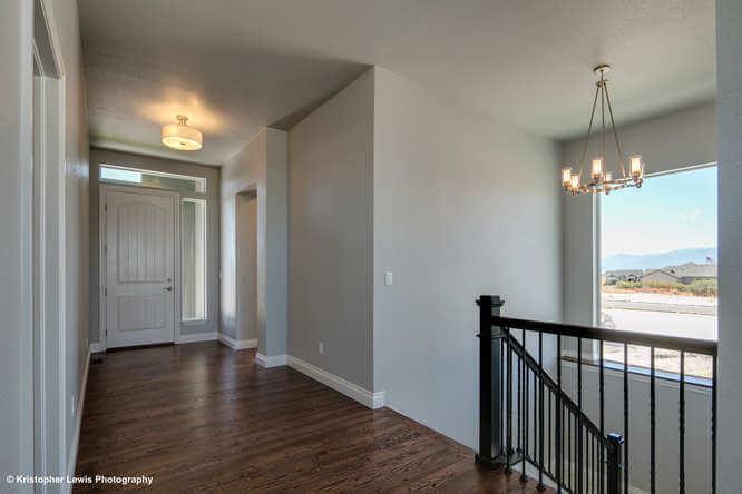 saddletree-custom-home-floorplan-modern-design-entryway